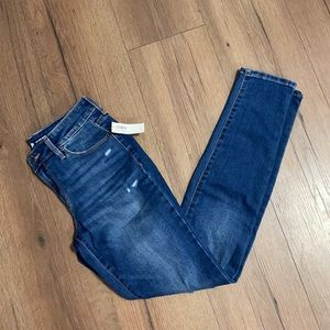NWT Old Navy Distressed Pop Icon Skinny Jean